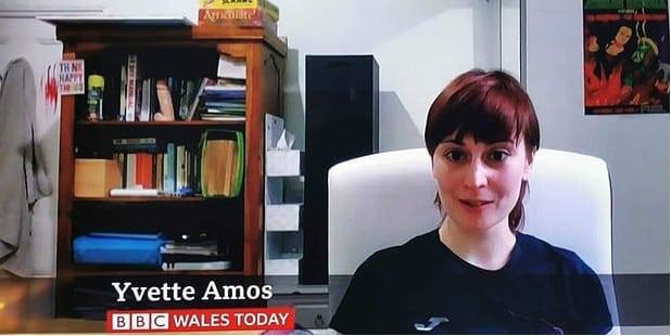La Bbc manda un dildo in diretta: l'intervista diventa virale (Video)