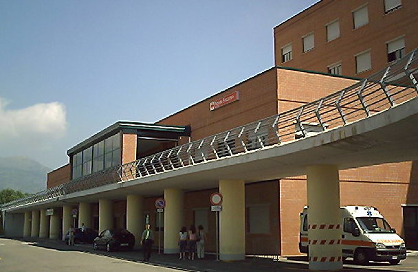 In ospedale con occhio tumefatto, mistero a Cassino sul ferimento di una 18enne