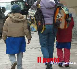 """Velletri, a 9 anni infila la testa del compagno di classe nel water: """"L'ho visto fare in tv"""""""