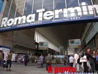 Armato di fucile semina il panico nella stazione Termini di Roma e poi si dirige verso Frosinone