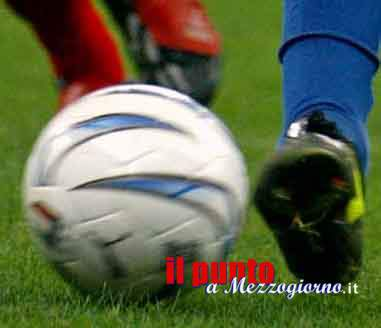 Alatri Ferentino, lancia petardo durante partita di calcio e ferisce manager ospite, denunciato 38enne
