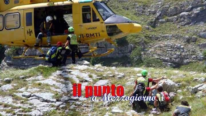 Bassiano (Lt): cacciatore attaccato e ferito gravemente da un toro, recuperato in elicottero dal Soccorso Alpino
