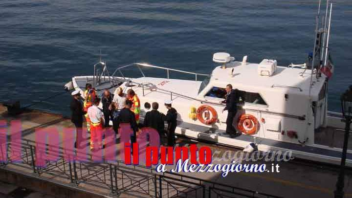 Mare Sicuro, la barca affonda: salvate cinque persone a Gaeta