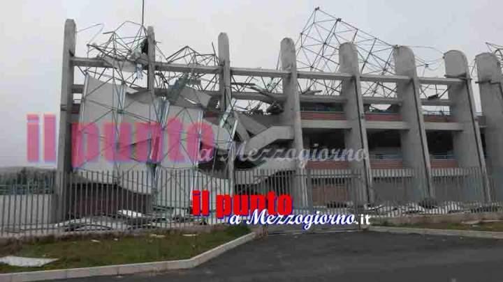 La copertura dello stadio di Alatri spazzata via dal vento – Il video –