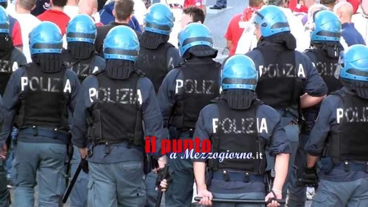 Reparto Mobile schierato a Frosinone per funerale Rom, corteo tenta di forzare il blocco