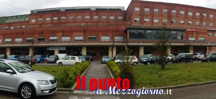 Auto in divieto di sosta all'ospedale di Cassino ma il parcheggio è semivuoto