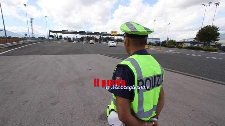 Maxi sequestro di scarpe da ginnastica sull'A1 a Frosinone