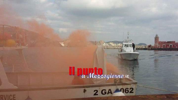 Nave in fiamme nel porto di Ponza ma è solo una esercitazione