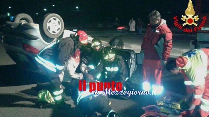 Auto ribaltata a Latina, disabile salvato dai vigili del fuoco