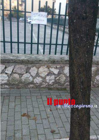 """Escrementi di cane sui marciapiedi a Cassino, lo """"sfortunato"""" lascia un messaggio al proprietario dell'animale"""