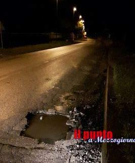 Grossa buca sulla Sr 155 ad Alatri, dieci auto danneggiate