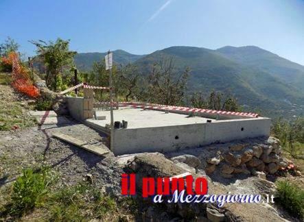Piattaforma in cemento per telefonia sequestrata a Itri dalla Forestale