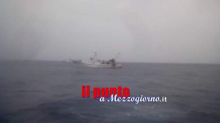 Recuperato il motopeschereccio Rosinella, il relitto è in viaggio verso Gaeta