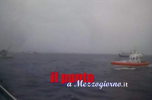 Peschereccio affonda al largo di Fondi, un 63enne risulta disperso