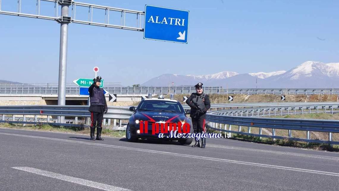 Tentano la fuga in A1, ma finiscono fuori strada e per i due campani scattano le manette dei Carabinieri