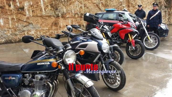 Magazzino del riciclaggio di motociclette immerso nel verde, i carabinieri sequestrano 15 mezzi