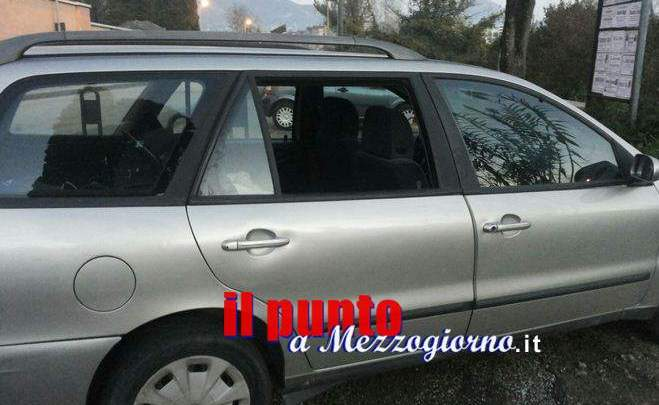 Furti al cimitero di Cassino, macchina danneggiata per rubare borsa all'interno
