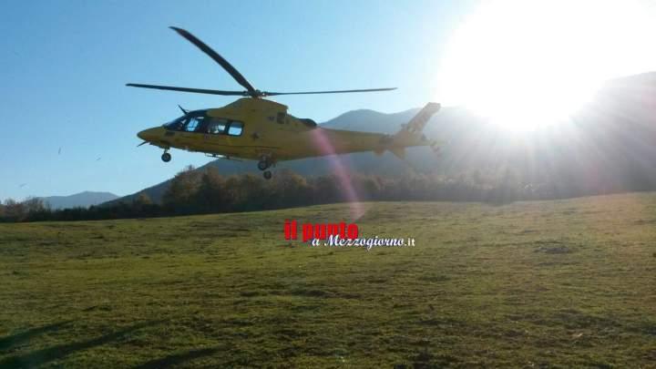 Cacciatore ferito da un colpo di arma da fuoco intervento di recupero del Soccorso Alpino
