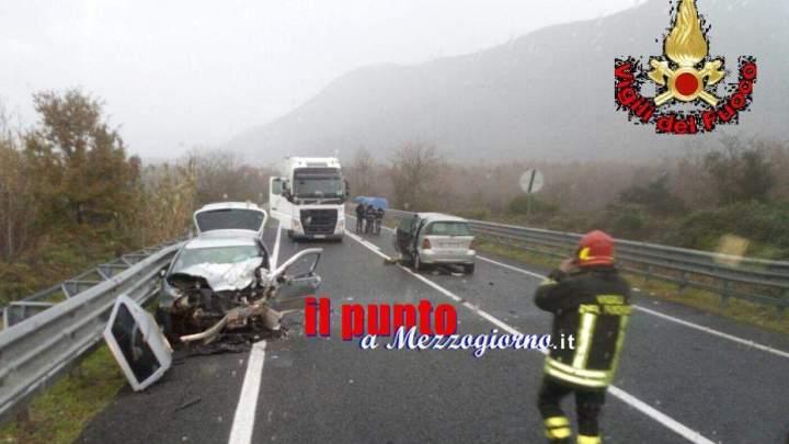 Incidente stradale a Prossedi, uomo e donna incastrati tra le lamiere