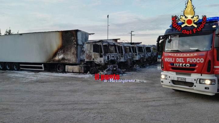 Rogo distrugge cinque camion nella notte a Cori