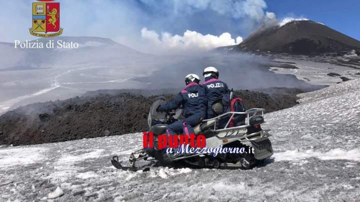 Etna, esplosione freatica. La polizia effettua soccorsi in motoslitta