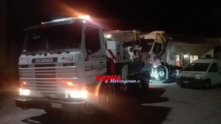 Incidente sulla Superstrada Cassino Formia, nottata di lavoro per rimuovere rottami. LE FOTO