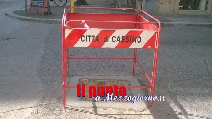 Tombini pericolosi a Cassino, operai della Manutenzione al lavoro