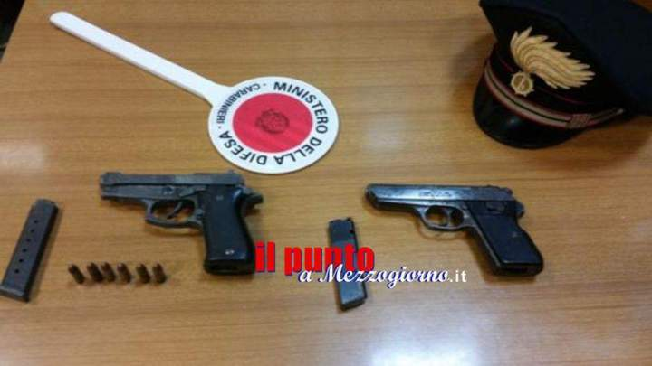 Auto e armi pronte all'uso, misterioso ritrovamento a Frosinone
