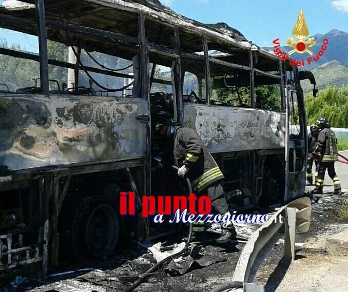 Due pullman in fiamme a Lenola e Maenza. Passeggeri salvi grazie alla prontezza degli autisti