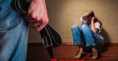 Percosse alla moglie davanti ai figli, 50enne marocchino denunciato dalla polizia