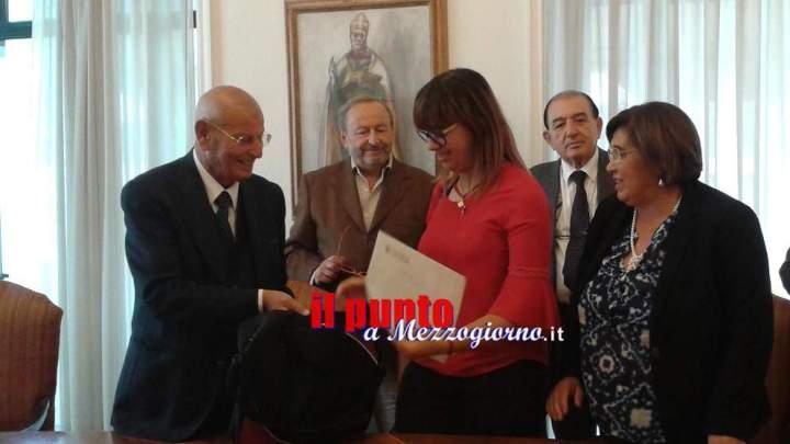 """Premio """"Un autore da riscoprire"""" a Evelyn De Luca, del  liceo scientifico statale """"L. B. Alberti"""" di Minturno"""