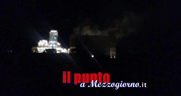 Incendio al termocombustore, a fiamme domate si teme per l'inquinamento