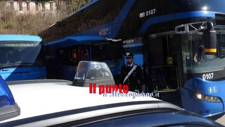 """Autobus del Cotral """"evacuato"""" a causa di viaggiatore violento, arrestato 31enne"""