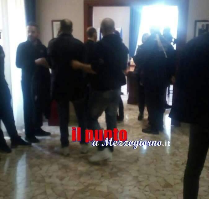 Ausiliari del traffico di Cassino senza contratto, interrompono consiglio e occupano la sala Giunta