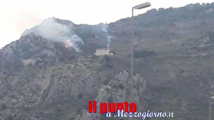 Primo incendio boschivo dell'anno su Montecassino; e siamo appena a marzo
