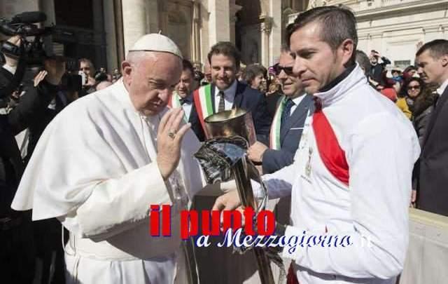 """La """"Fiaccola Benedettina"""" questa mattina in Vaticano per la benedizione di Papa Francesco"""