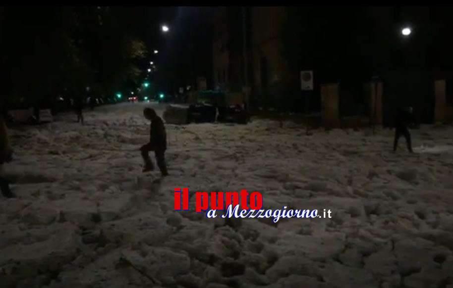 Maltempo, nubifragio e grandinata: Roma ghiacciata e allagata