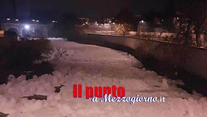 Il fiume Sacco torna a schiumare, paura e rabbia a Ceccano
