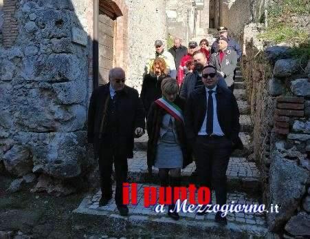 Il prefetto di Frosinone visita il presepe allestito nel castello di Pico