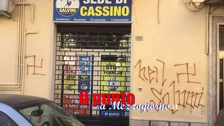 Cassino, imbrattato il muro con scritte antiSalvini accanto alla sede della Lega