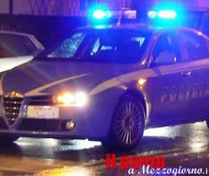 Frosinone; blitz della polizia: nel mirino stazione ferroviaria e zone a rischio; sequestrati stupefacente, coltelli e pugnali