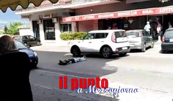Cassino, ubriaco si sdraia al centro di via Di Biasio rischiando di essere travolto dalle auto