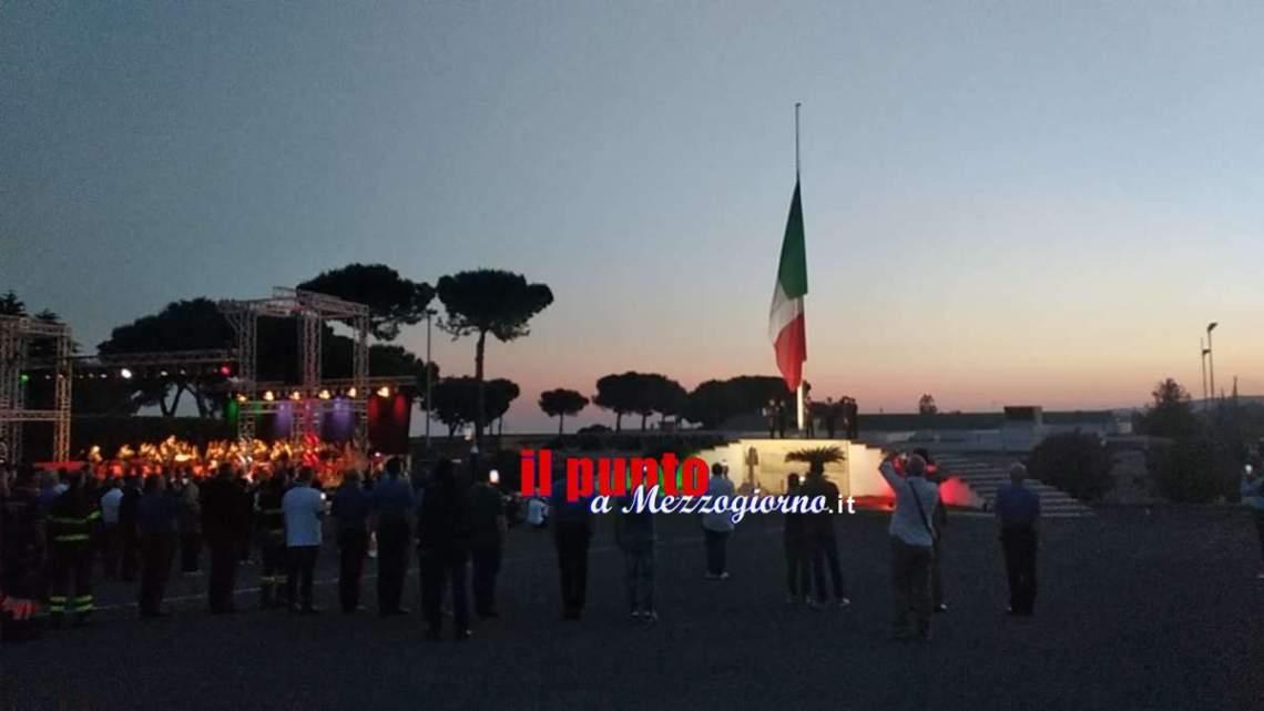 VIDEO – Tramonto e ammaina bandiera, emozioni in concerto per i 50 anni della scuola carabinieri di Velletri