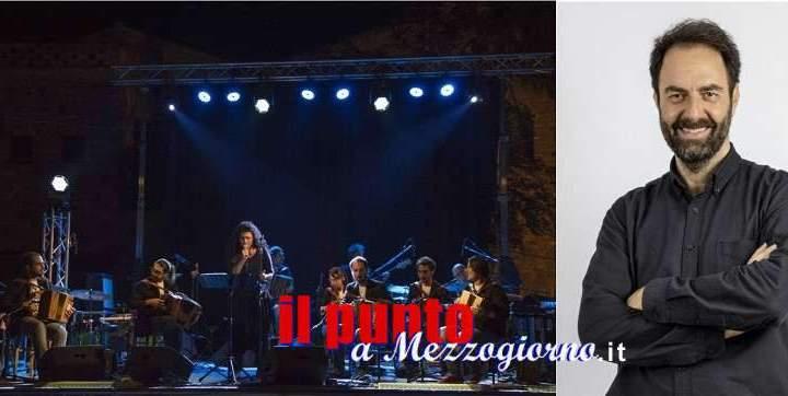 """""""ArtCity 2019"""" domani sera all'Anfiteatro romano di Cassino, in scena l'Orchestra Bottoni e Neri Marcorè"""