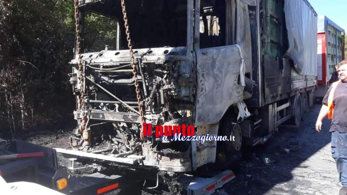 Camion di finocchi distrutto da incendio sulla Cassino-Sora