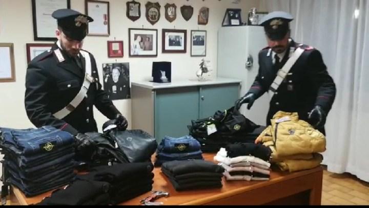 In giro a Veroli con capi contraffati e martelli, due uomini denunciati