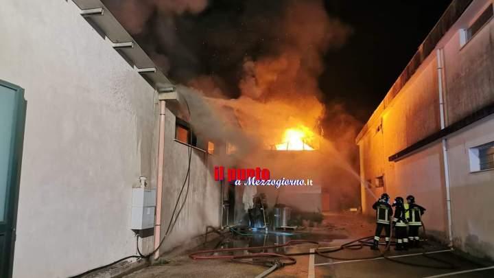Due capannoni in fiamme  a Castrocielo, danni ingenti al negozio Mille Idee