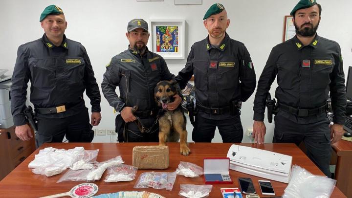 Spaccio di cocaina, arrestato gestore di un bar a Pietramelara