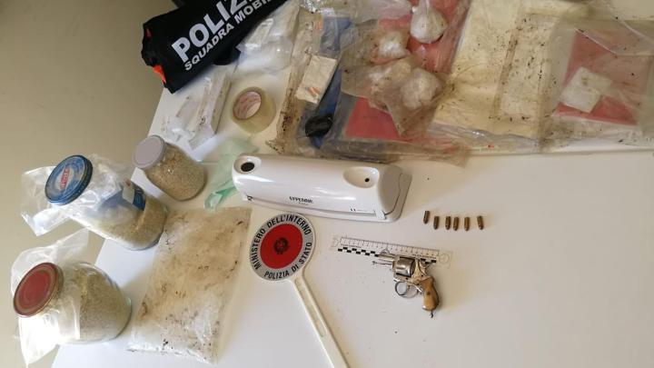 Cervaro – 34enne trovato con oltre 1 kg di cocaina e una pistola, arrestato