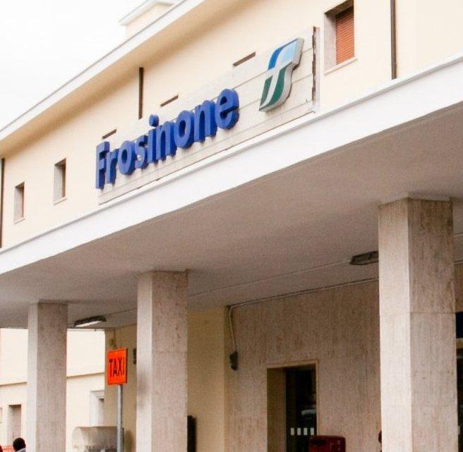 Litiga con un amico e lo getta dal cavalcavia della stazione di Frosinone, giovane arrestato per tentato omicidio